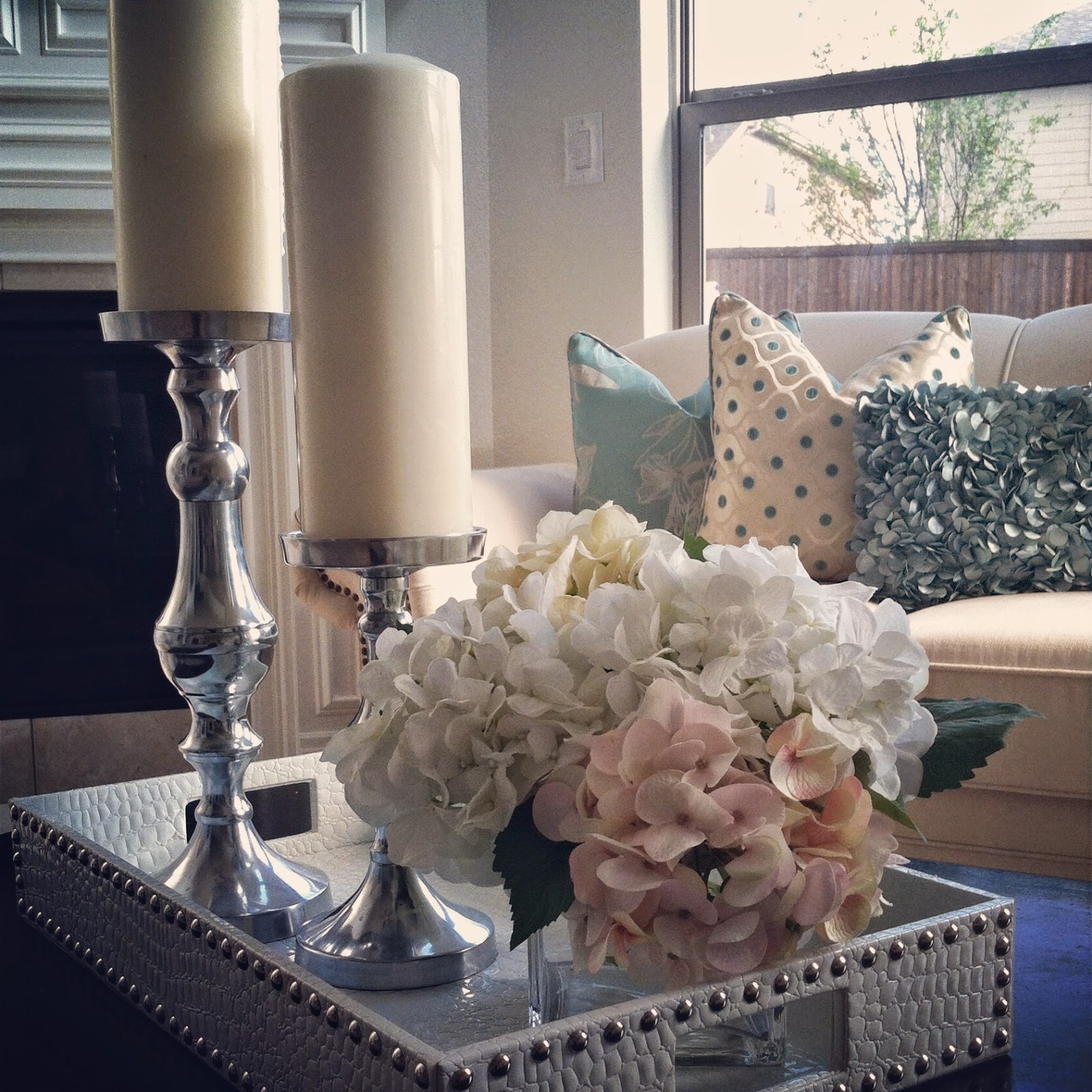 accent table with flower and candle hotel odaurze designs gallerie threshold floor lamp teak driftwood coffee yellow velvet chair nest tables underneath piece nesting gold end