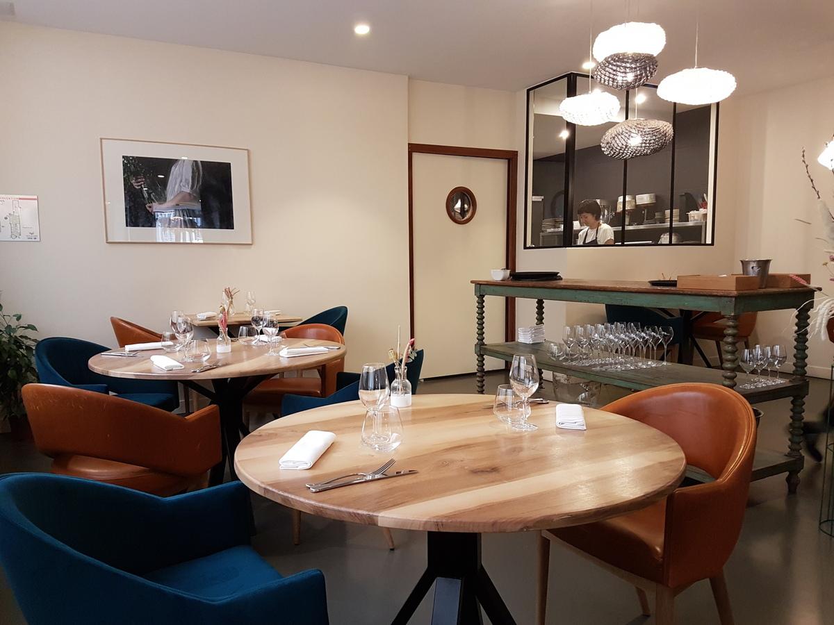 accents paris moderne gastronomique pour pas trop cher accent table bourse salle fond restaurant tables furniture tablecloths for large round decorative vases vintage mid century