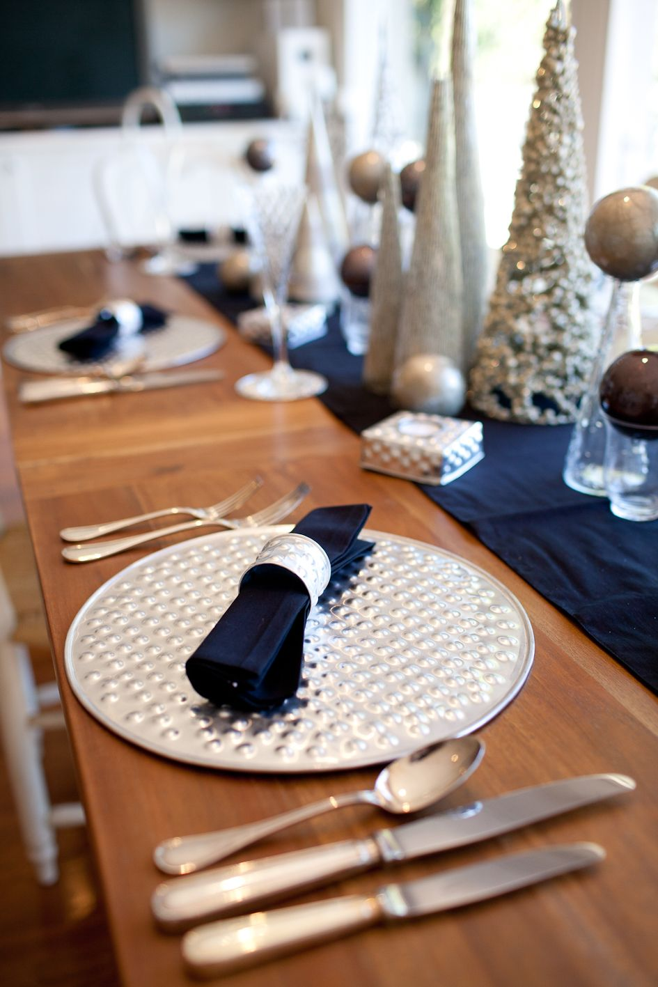 christmas table decor aluminium dot design placemat napkin ring accent coaster and votives accessories include black natural dyed cotton napkins chairs tiffany type lamps mirrored