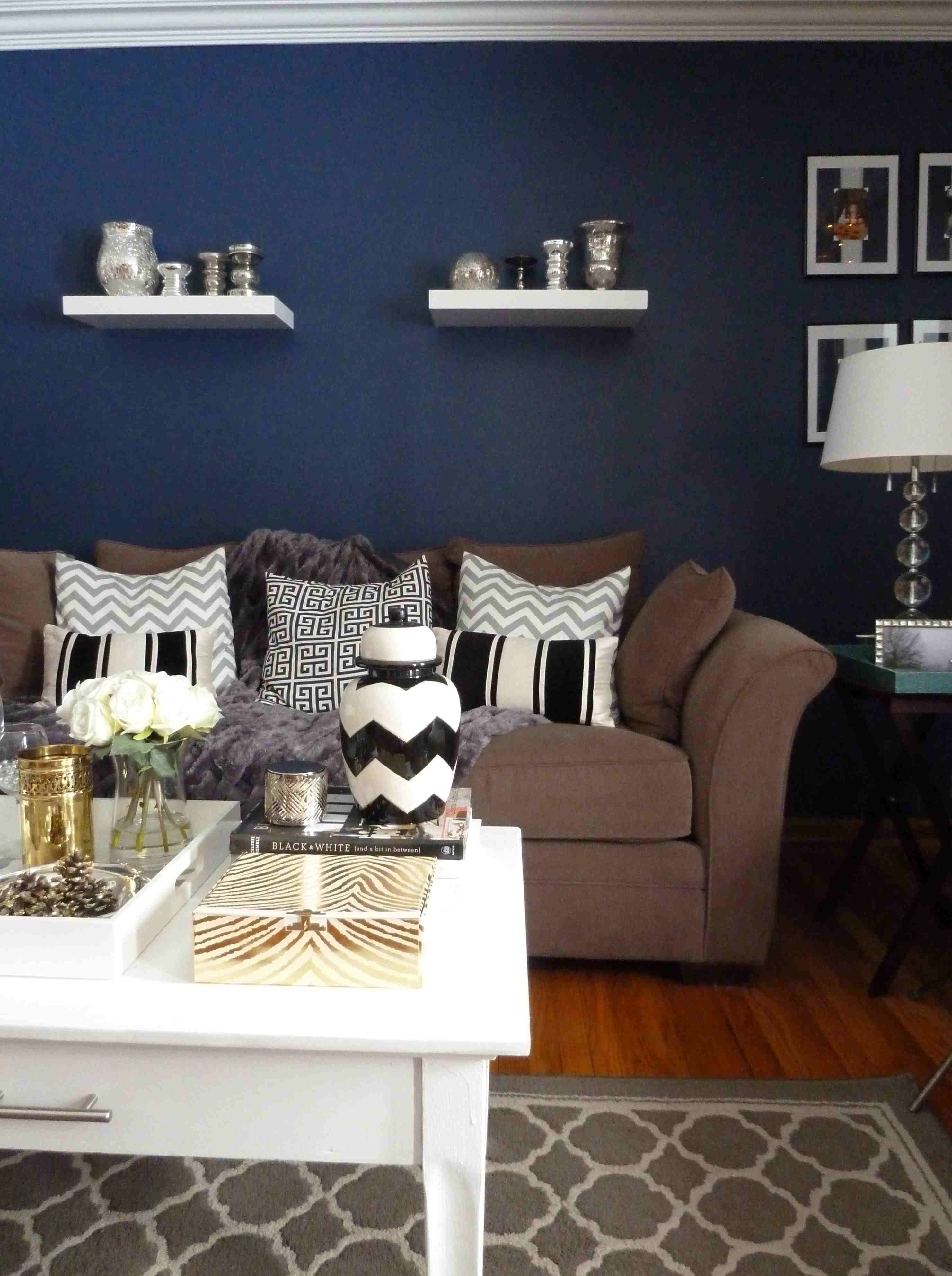 dark blue accent wall living room euffslemani navy angels dress table ott coffee modern bedroom furniture pier one and chairs glass top patio chinoiserie lamp diy small end