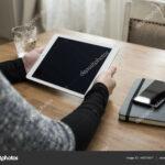 femme aide maquette tablette graphie mactrunk deposit stock using tablet mockup accent gros plan jeune avec maison pour surfer sur internet modele conception smartphone bothell 150x150