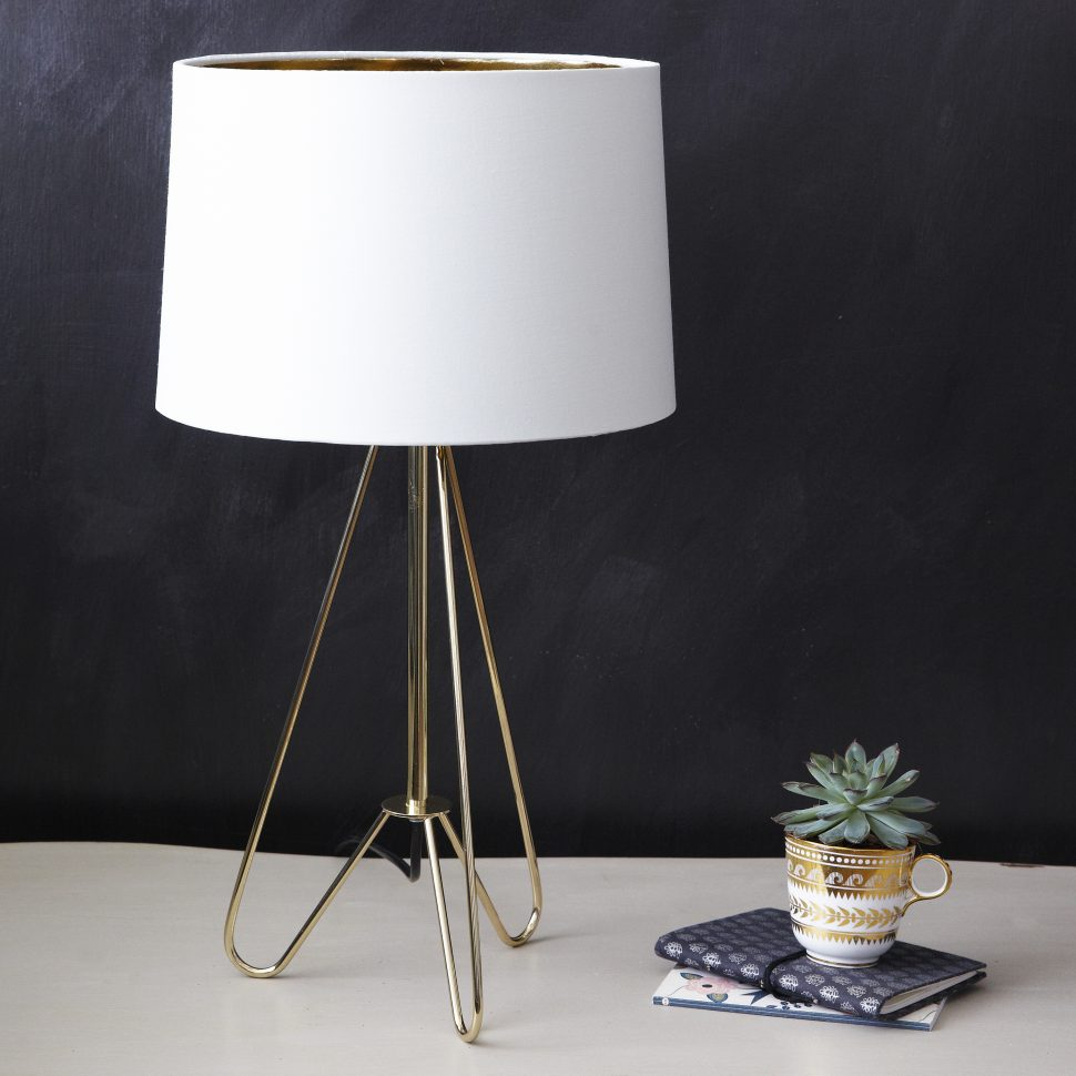 lamp navy blue bedside lamps coffee table red for bedroom gold flower accent small patio driftwood amish oak end tables battery wall clocks tiffany chandelier value tablecloth
