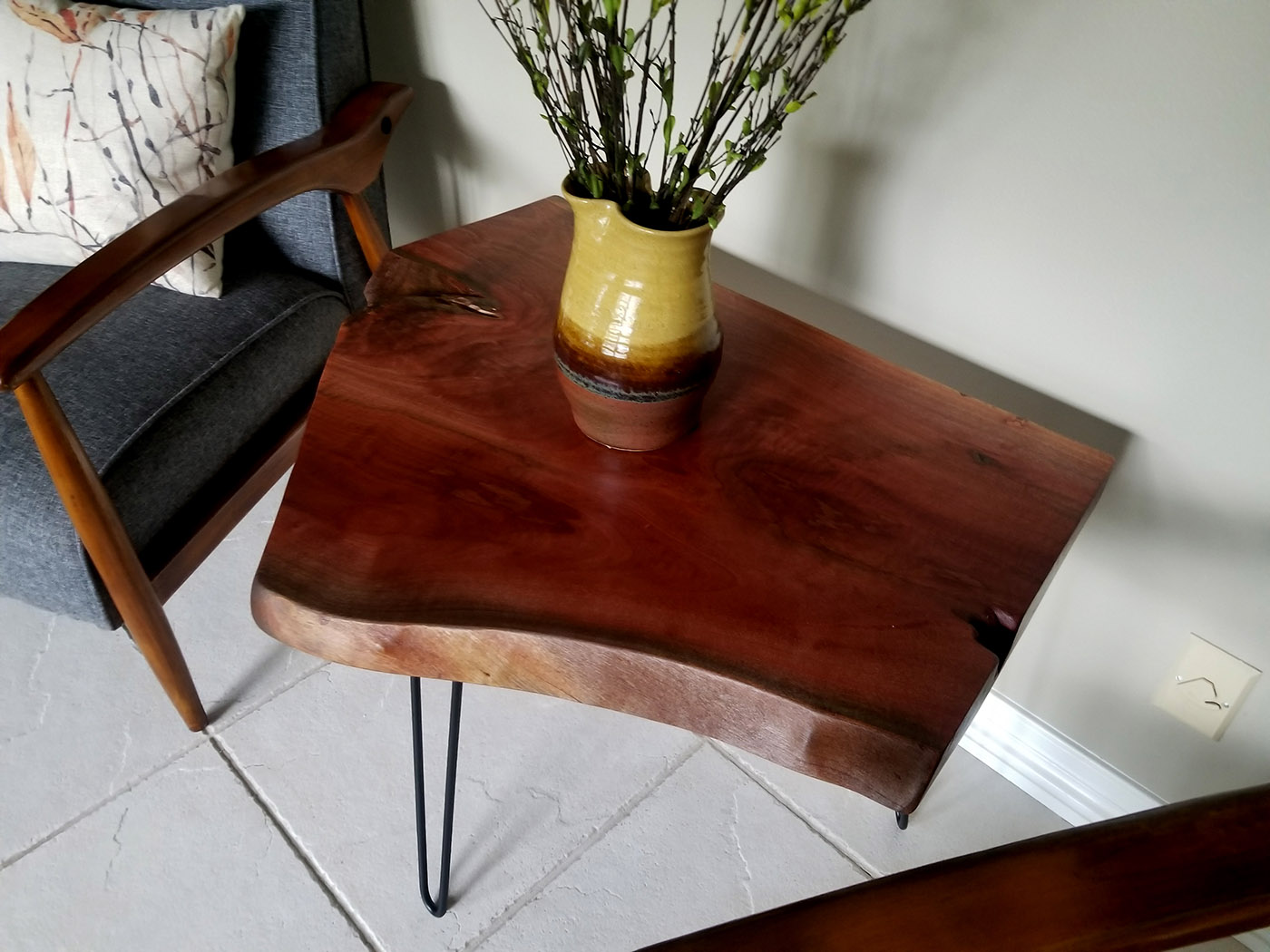live edge accent table bear wood brown lucite pedestal chesterfield sofa bench end tables edmonton small lamps wisteria furniture umbrella tablecloth side pier candles modern