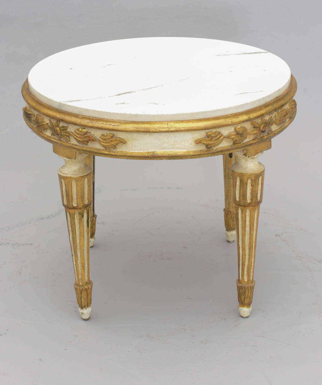 louis xvi giltwood accent table with carrara marble top for white round having veined inset painted and parcel frame pier one wicker chair outdoor umbrella lights antique glass