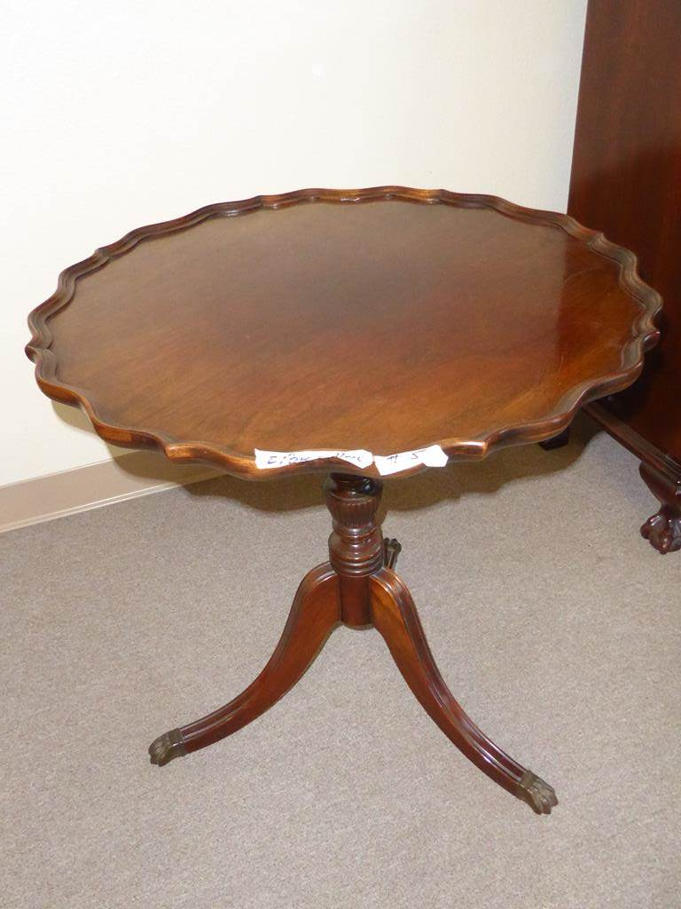 norcal estate auctions liquidation lot vintage wood accent table round with scalloped edge metal toe caps brandt furniture pink chair diy end plans west elm parsons coffee target