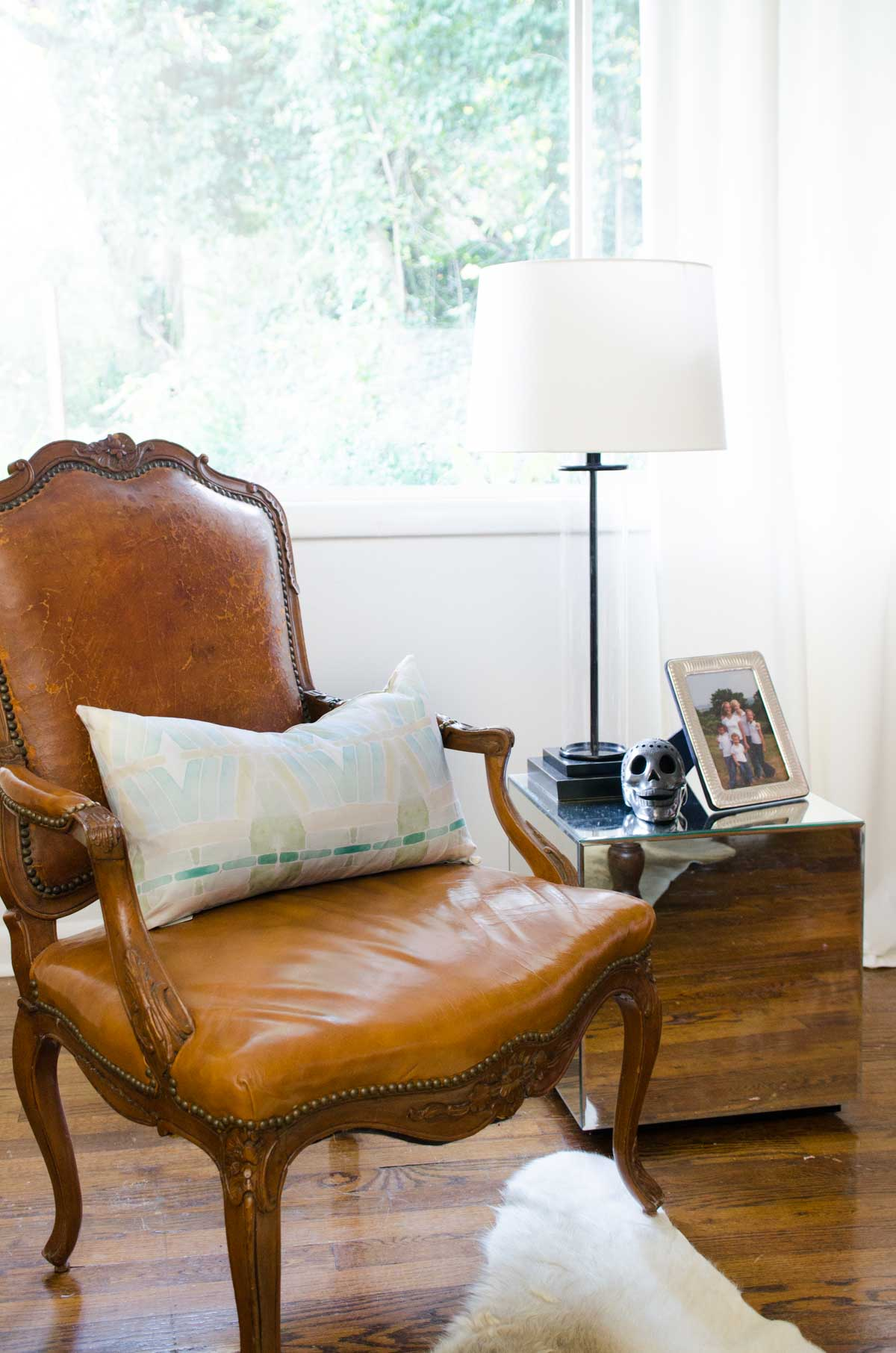 one room challenge living reveal thou swell dsc nate berkus glass agate accent table thouswellblog makeover mixing traditional and modern design elements high kitchen chairs