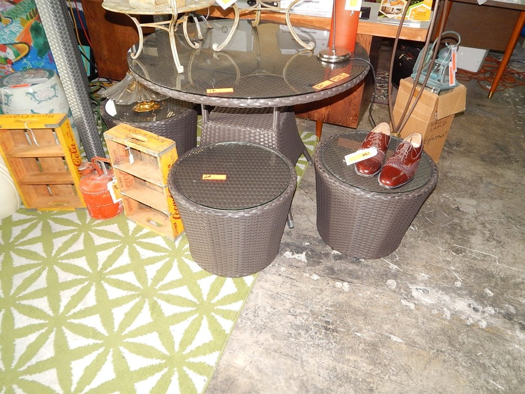 outdoor side table with glass top inch round auction llc lot patio furniture sets clearance sofa industrial storage coffee west elm bar stool set ikea large tables rustic sliding