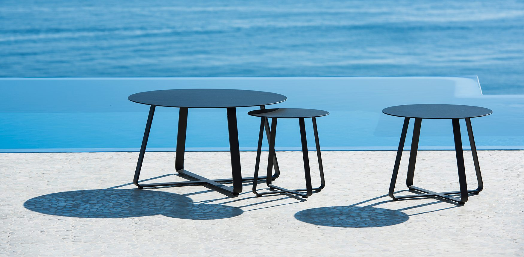 outdoor side tables archieven homein een totaalinrichter jatikebon elko table blue nice put book down your drink make choice from our collection and garden set complete piece