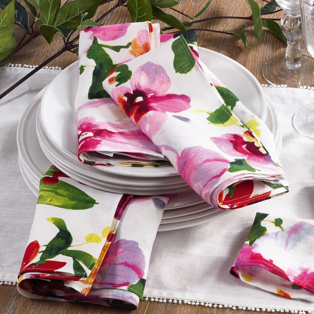 pretty table linen ideas for ture perfect parties taste home accent your focus runner pattern napkins runners next glass top outdoor coffee trestle bench seat plaid armchair