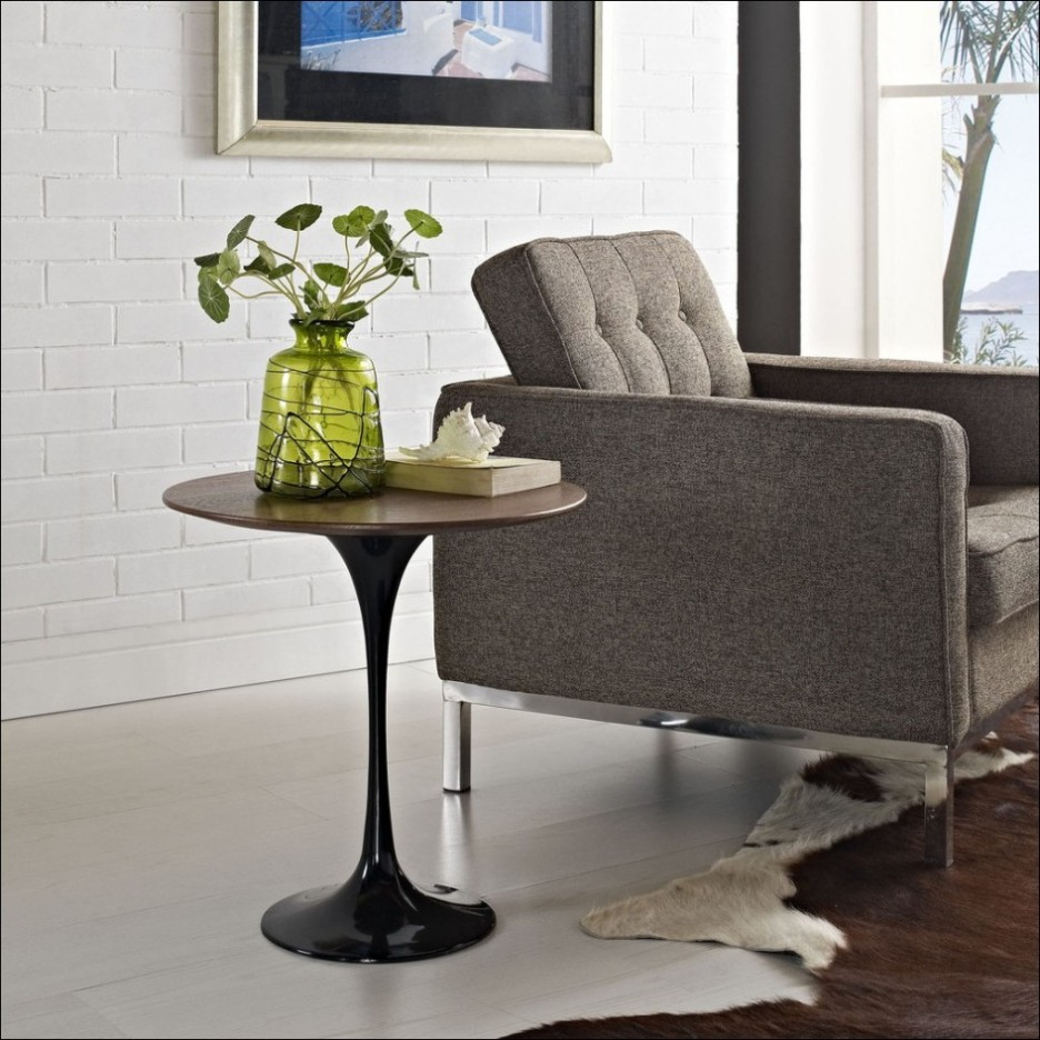 round accent table and vase hotel odaurze designs mid century walnut coffee square lucite grey end rectangle patio small leather chair antique bronze side contemporary furniture