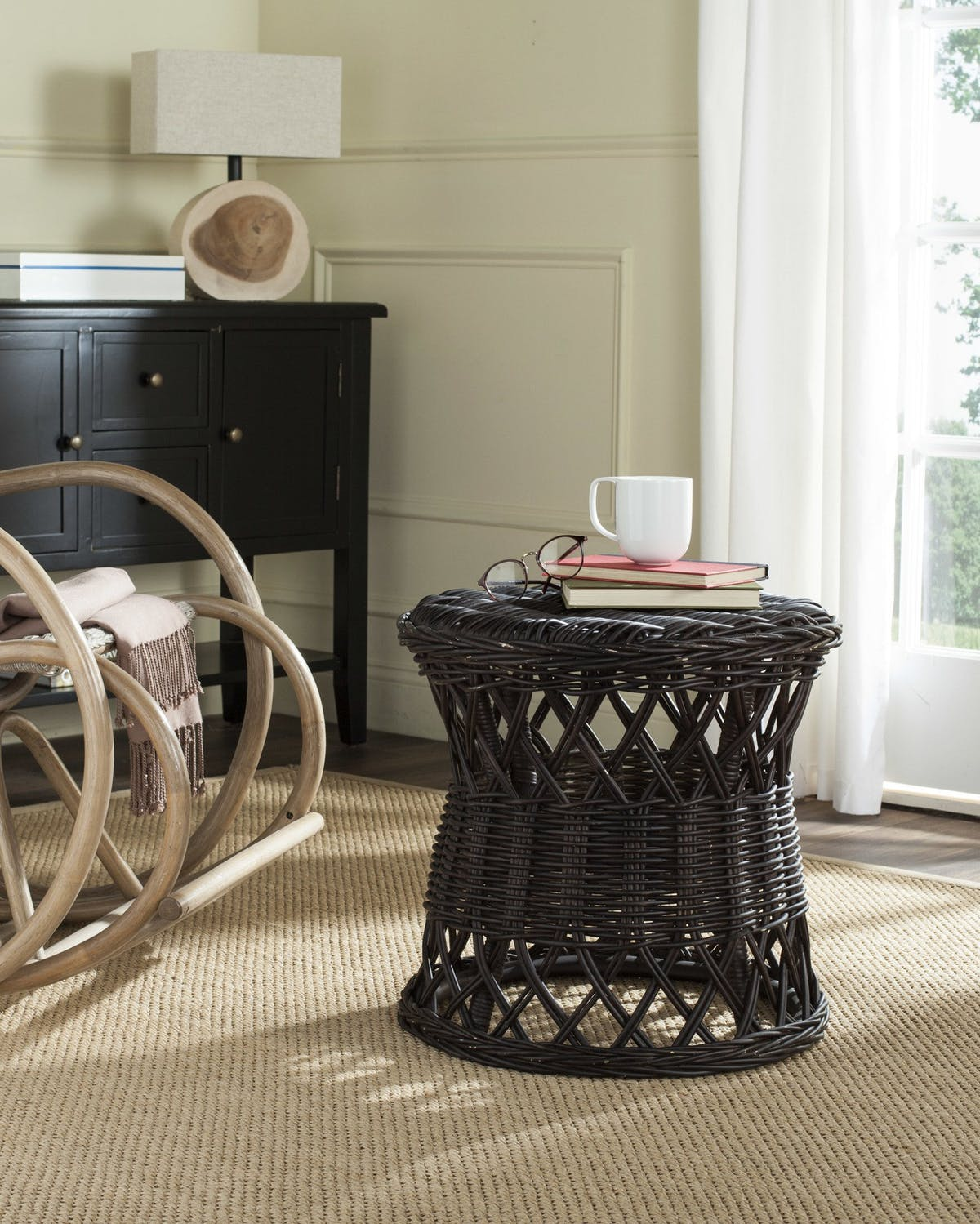 safavieh desta wicker round accent table modish room jofran tiffany tree lamp reclaimed oak furniture trestle and chairs white coffee with baskets cast iron patio outdoor small
