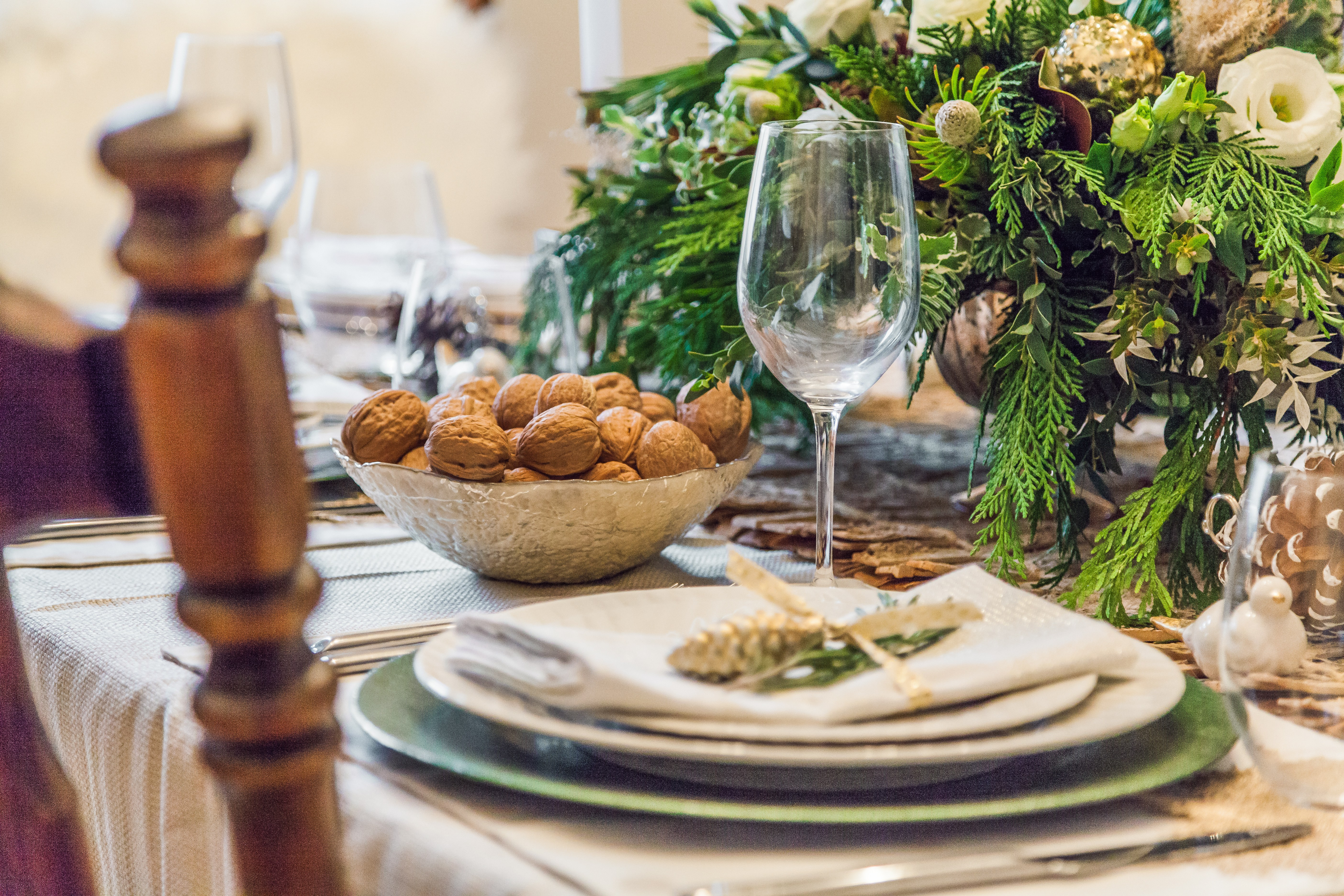 setting swoon worthy holiday tablescape the best home img accent your focus table runner for just hint rustic charm simple stainless steel cutlery helps break warm tones and gold