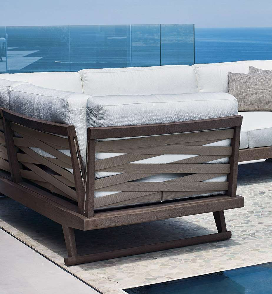 sofa gio italia outdoor design antonio citterio timor wood trunk accent table select runner end with usb charger ashley furniture office desk glass lamp shades for lamps acrylic