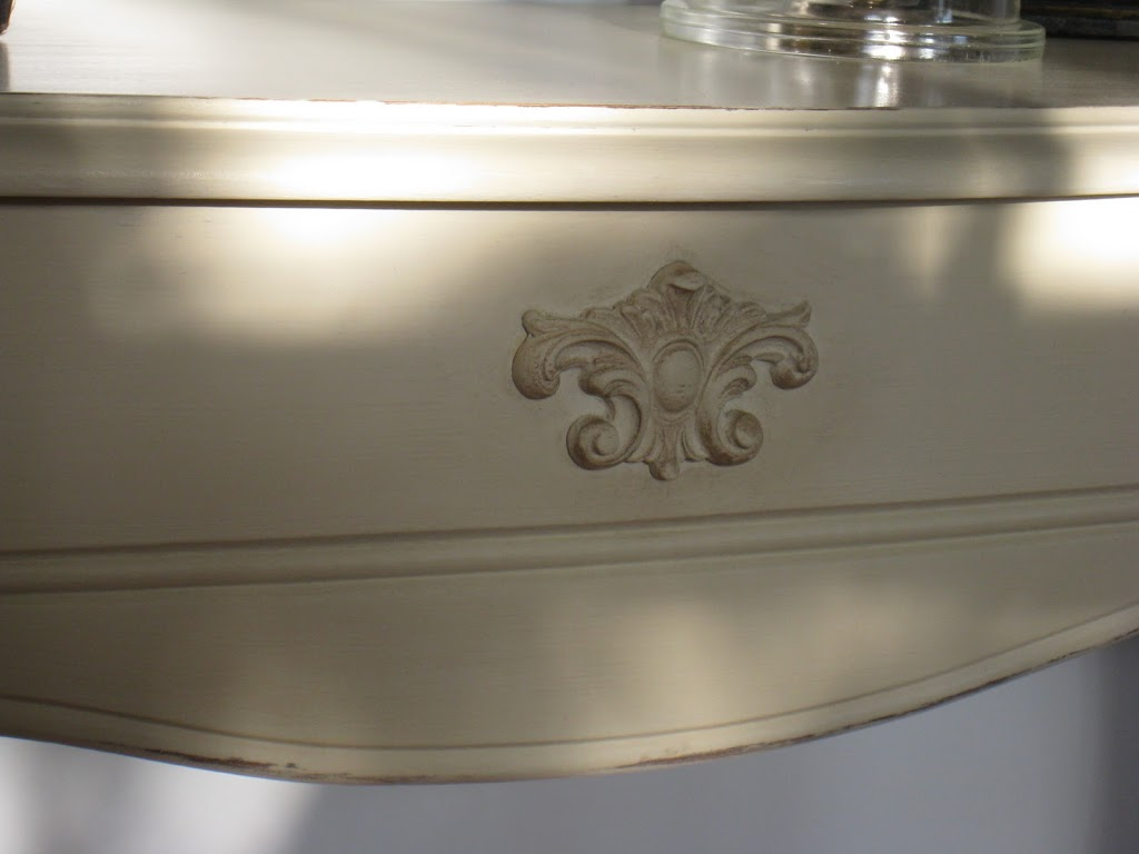 sold half moon accent table french touch img white round end with drawer dining room sets ikea dale tiffany ceiling lights floor transitions for uneven floors shelving ideas retro