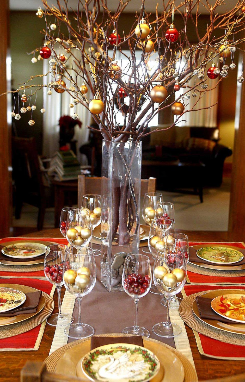 table decoration good ture rectangular red accent dining contemporary christmas party using round glass really tall vases including tree branch gold and baubles centerpiece