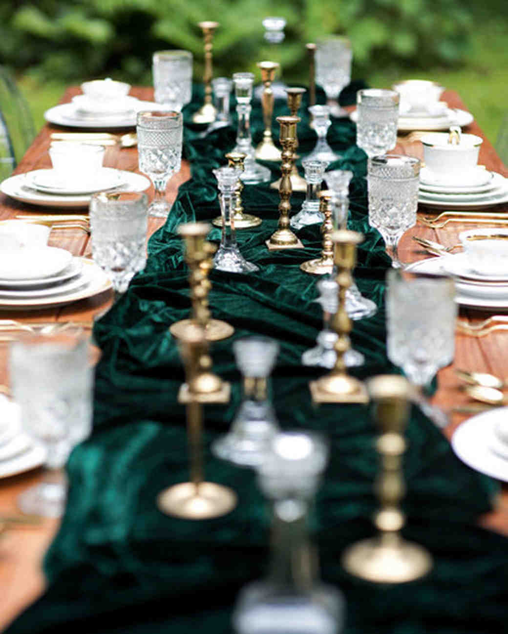 these statement linens will take your wedding reception the next kat whitworth vert artistic accents tablecloth level martha stewart weddings foldable outdoor side table matching