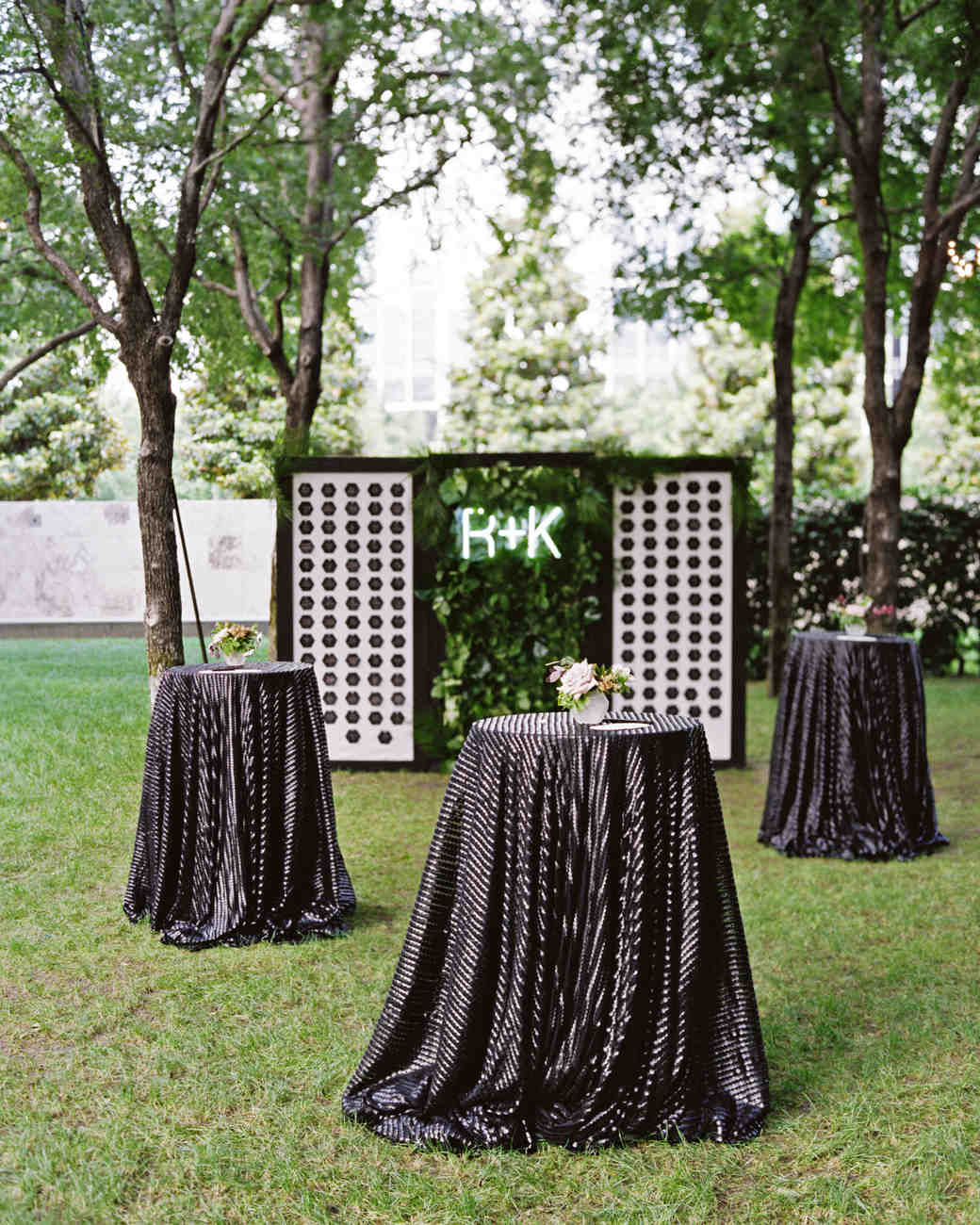 these statement linens will take your wedding reception the next sarah kate vert artistic accents tablecloth level martha stewart weddings luxury dining room furniture sheesham
