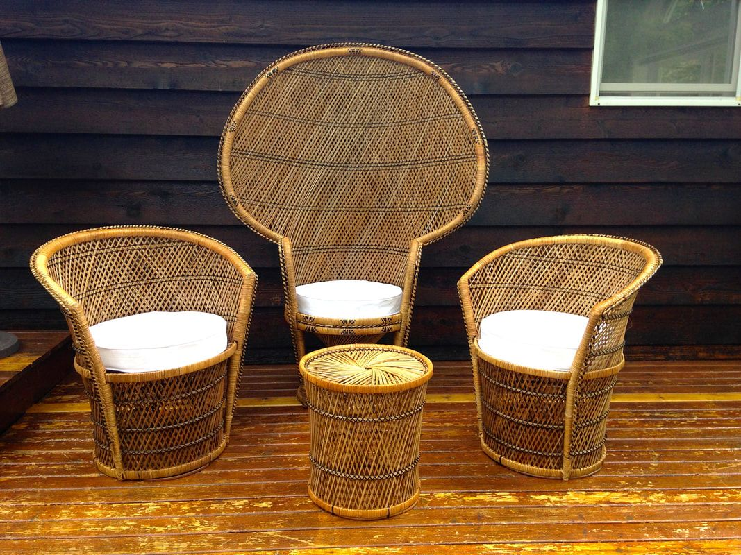 vintage wicker throne peacock chair patio set with side table and between two accent chairs white couch covers room furniture tall end tables ikea top cabbage rose tiffany lamp