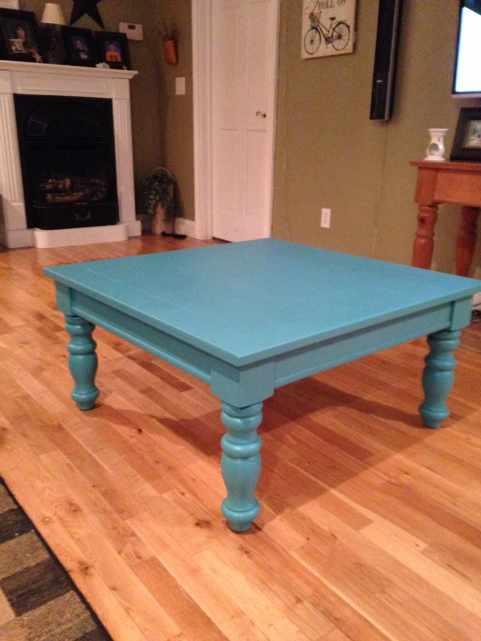 broyhill fontana table painted turquoise for beachy look end indoor dog crates kennels rustic coffee with casters sagamore dining set wicker cube side jason lazy boy chairs kmart