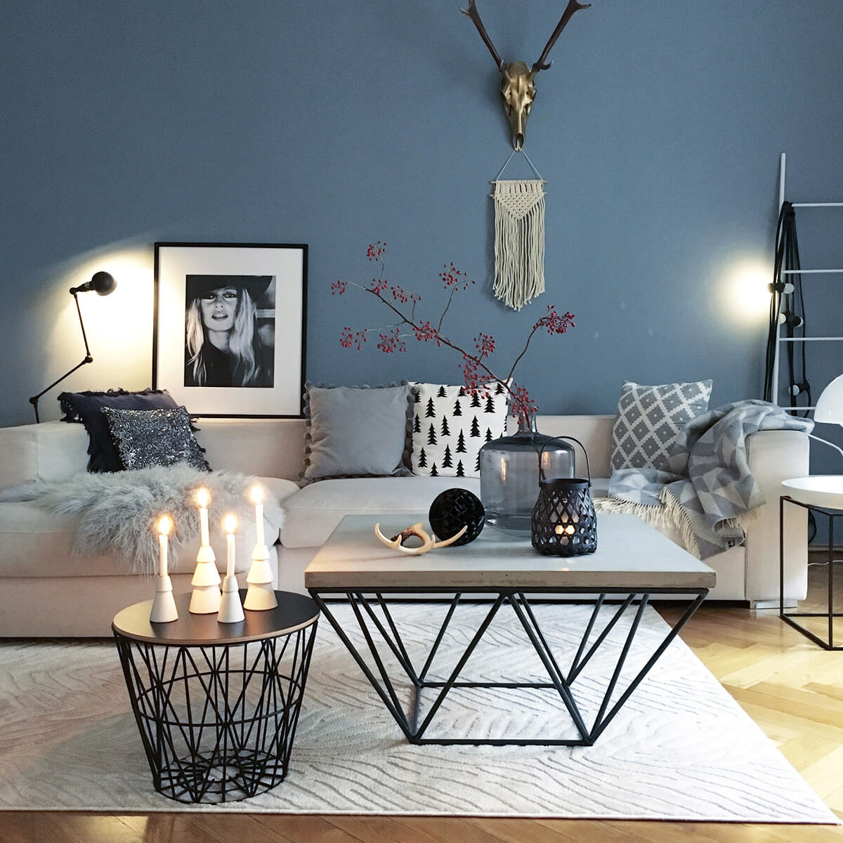 decorate with style chic coffee table decor ideas breakfast living room end black glass tables small center west elm furniture dubai broyhill fontana collection narrow sofa