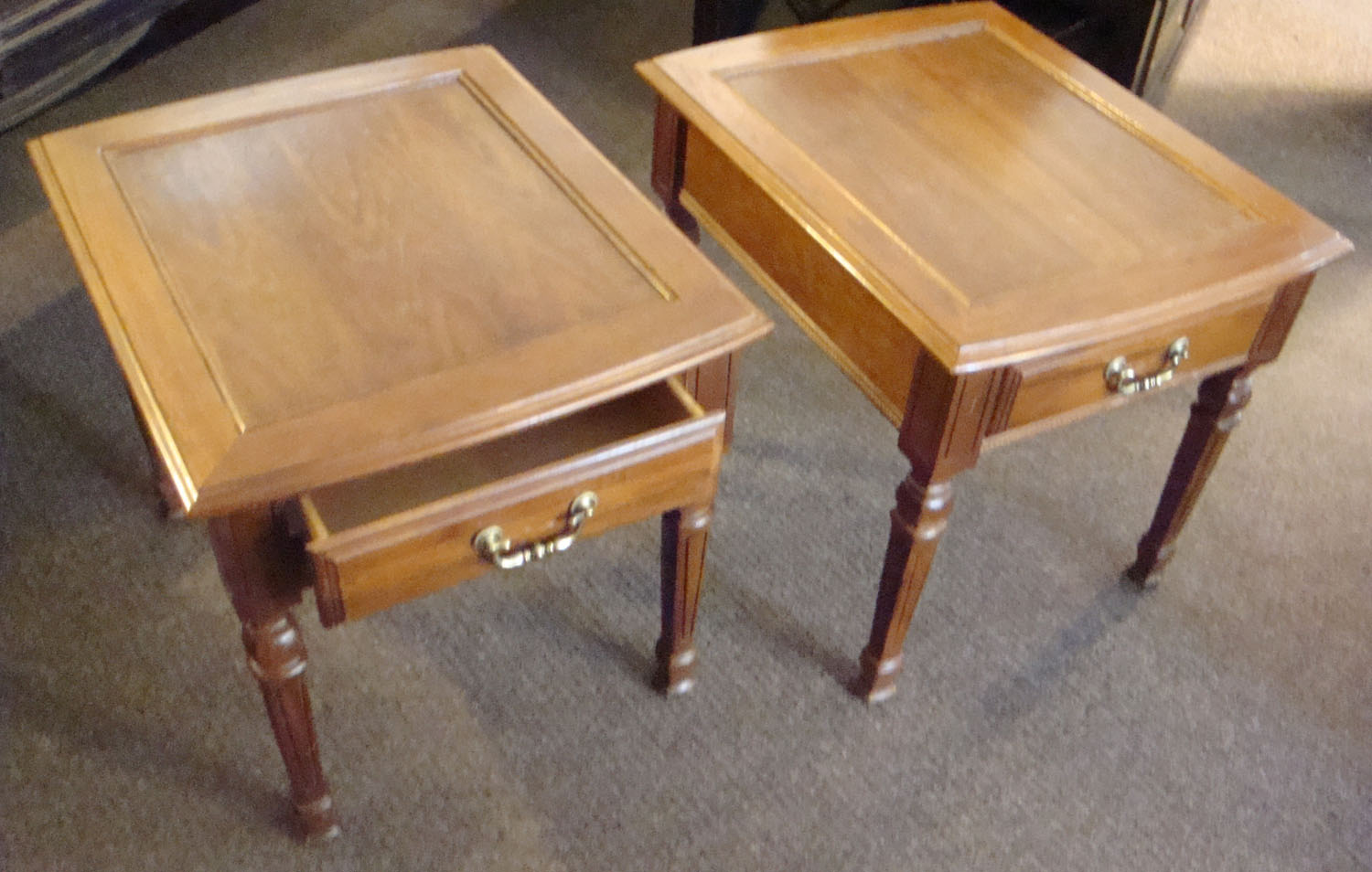 walnut broyhill end tables breuer heirloom furniture cherry white hall table glass dining small bedside stand sauder palladia granite living room laura ashley lamps universal
